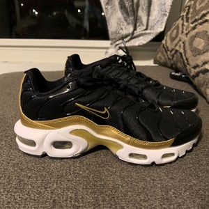 Nike Air Max Plus (GS) Black Gold Running